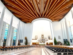 Interior Basilika Kerahiman Ilahi